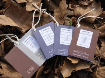Cartellini con cordino e cartoncino sostenibili